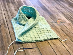 two way cowl, mint green cowl, shell stitch