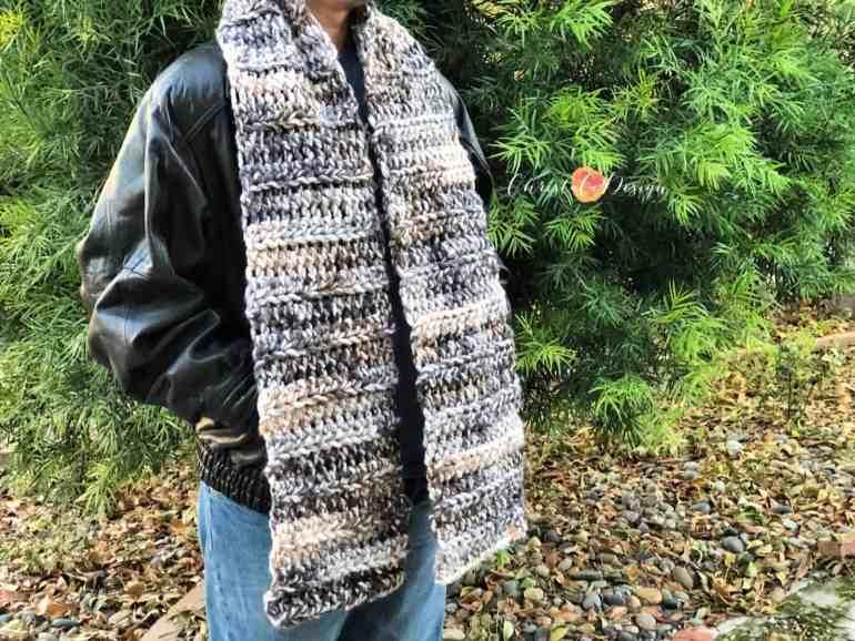 Jumbo yarn scarf pattern in beige grey variegated men's crochet scarf pattern.