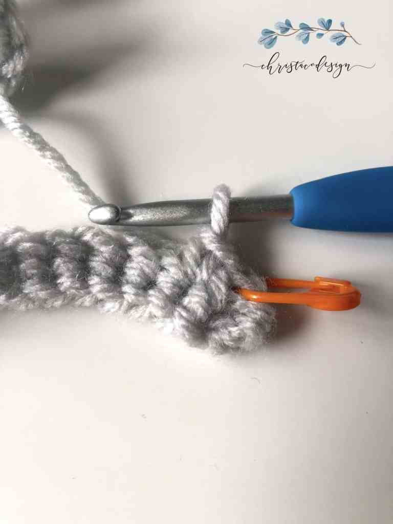 picture of first single crochet stitch