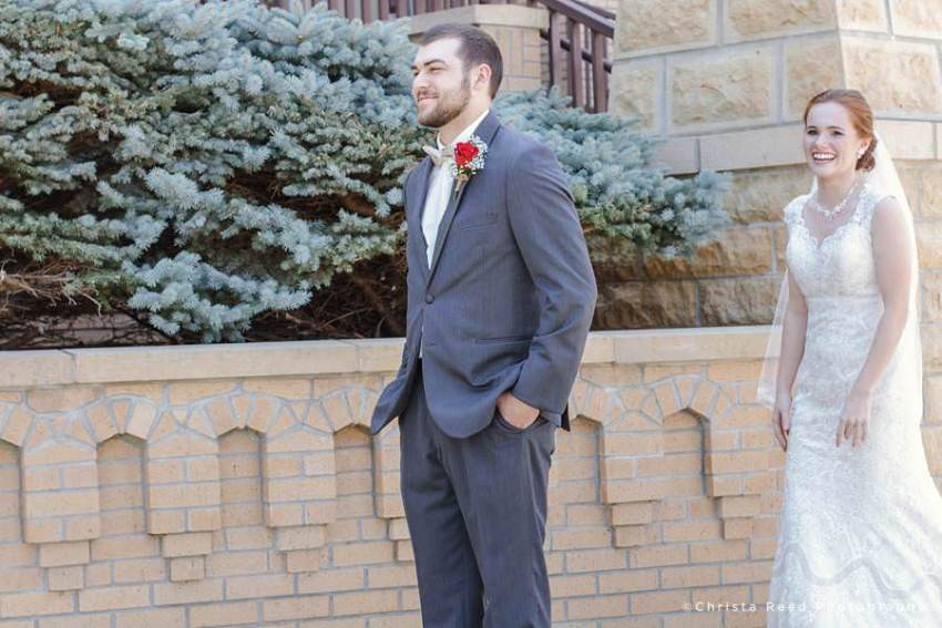 mankato wedding photographer captures first look outside the church