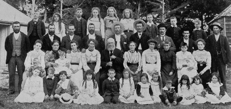Mr Humm's family gathering at Waddington [1903] Selwyn-P7030188