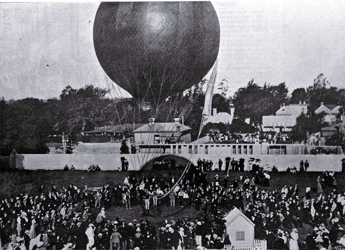 Balloonist Captain Lorraine shown in his first successful ascent in Christchurch [1899]