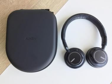 image test du casque bluetooth et pliable d'aukey avec microphone intégré 3