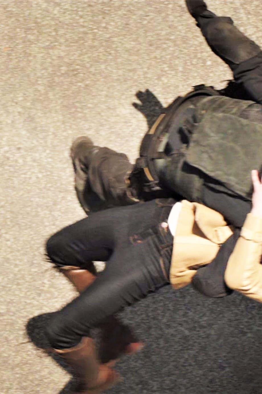 image Arborer le look de (Black Widow) Natasha Romanoff en jeans J Brand 18