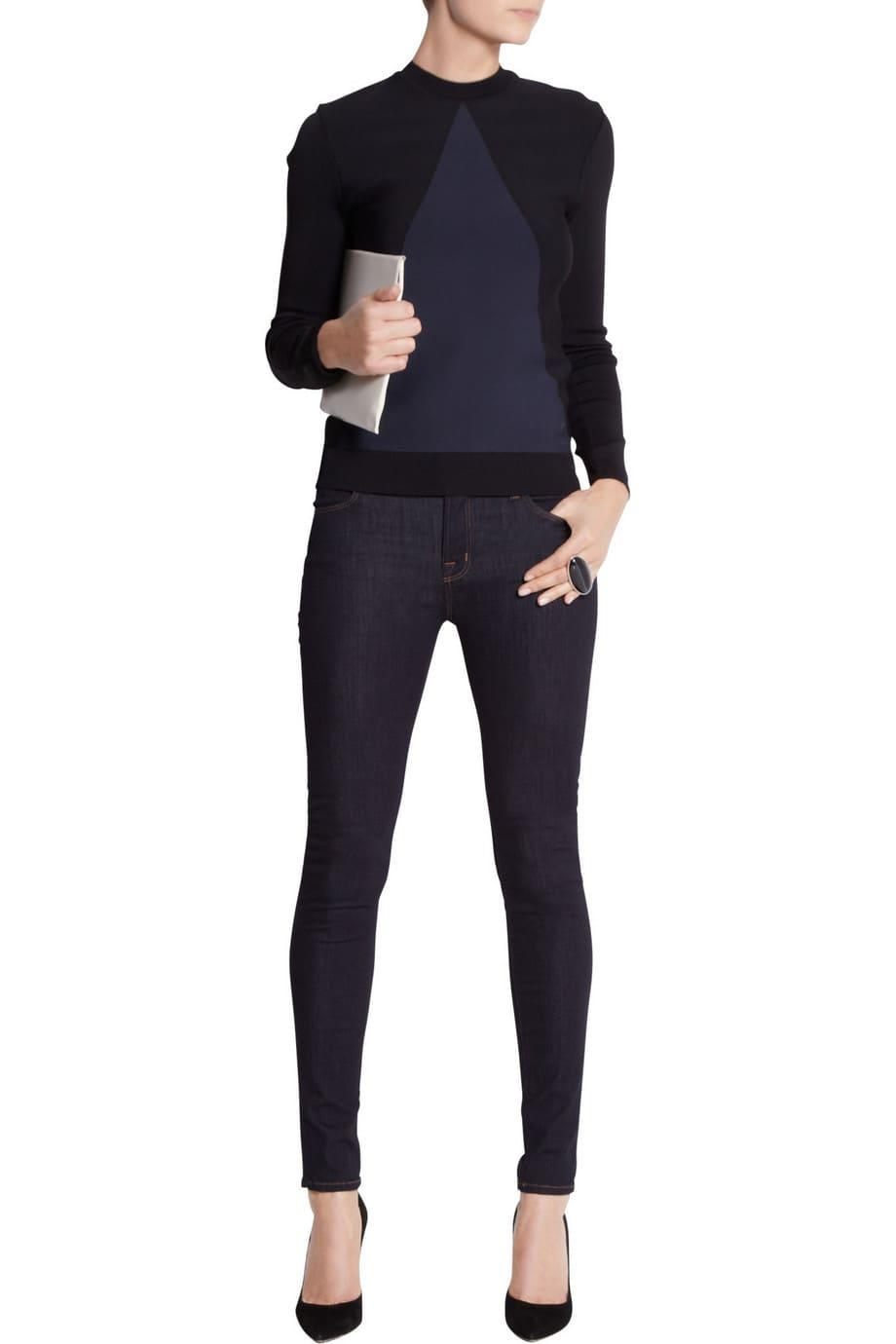 image Arborer le look de (Black Widow) Natasha Romanoff en jeans J Brand 25