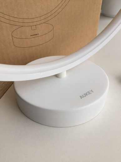 image Test de la lampe à LED multicolore en anneau d'Aukey 5