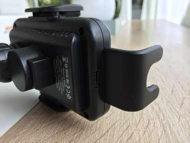 image Test d'un support de smartphone pour voiture avec chargeur sans fil 5