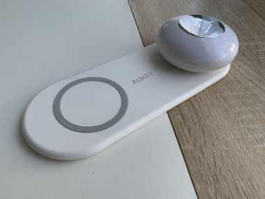 image Test de la veilleuse avec chargeur sans fil pour smartphone de chez Aukey 4