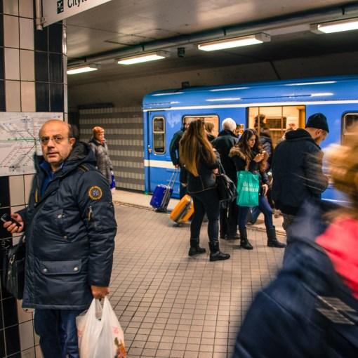 Resande med tunnelbanan i Stockholm