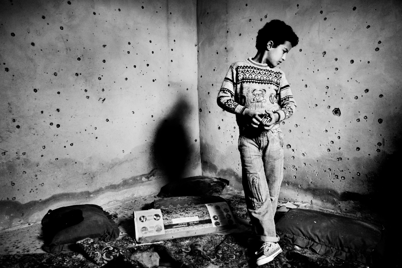 A boy is looking for his toys in what is left of the family house, where the walls are full of gunshots. The Israeli-Hamas war lasted for 22 days, and in the wake of the ceasefire in the Gaza Strip, surviving Palestinians returned to homes crushed beyond repair and mourning of lost relatives. 13 Israelis and more than 1300 Palestinians were killed. An estimated 4000 buildings were destroyed. 50.000 Gazans were left homeless, and the areas where Israeli tanks and artillery poured in at the start of the ground war are devastated: Beit Lahiya, El Atatra and large sections of Jabaliya, as well as the outer Gaza City neighbourhoods of Zeitoun and Toufah.
