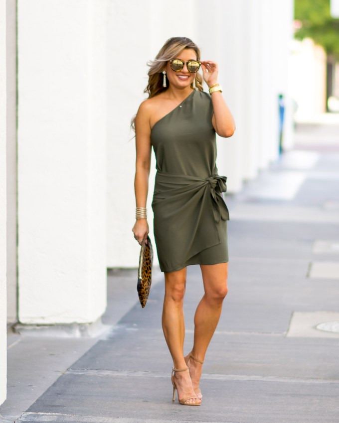 wrap dress karen walker round sunglasses