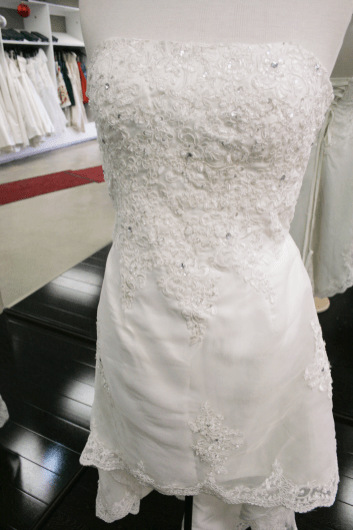 Cici, wedding dress in Ottawa that comes in a size 6. Price $199