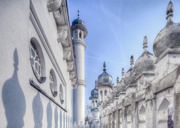 Eine Halbtotale einer Moschee