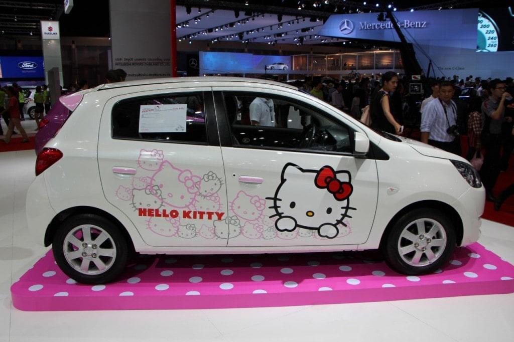 Accesorios femeninos para personalizar tu coche.