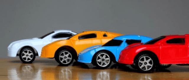 Autos de colores brillantes y sus mitos.