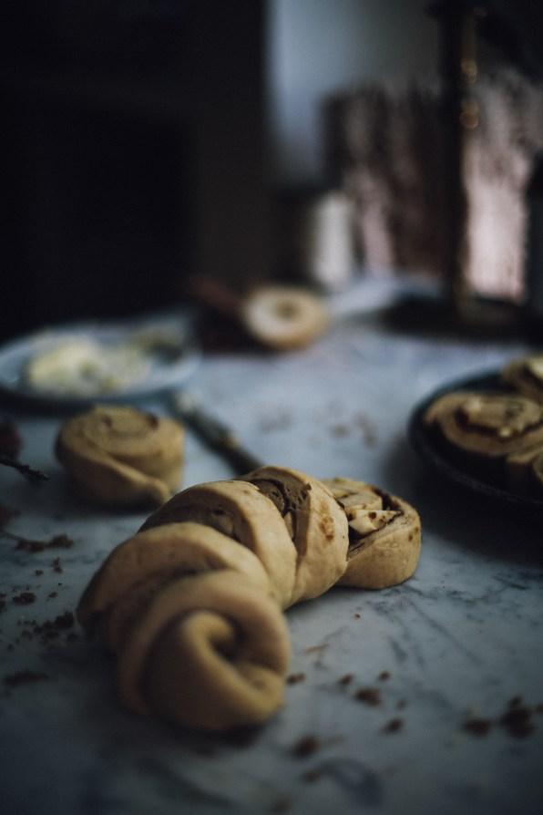 spiced-autumn-cinnamon-rolls-photography-styling-recipe-by-christiann-koepke-of-christiannkoepke-com-13