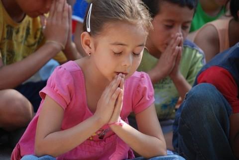 Kids praying on Mission Bible camp trip