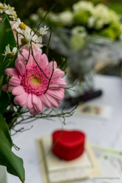 Blumen mit rotem Herz