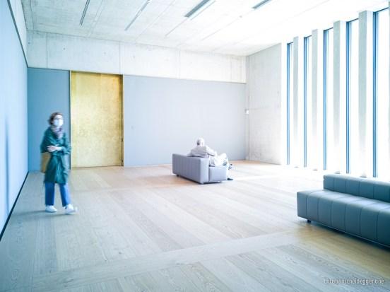 Ausstellungsraum mit Aussenblick