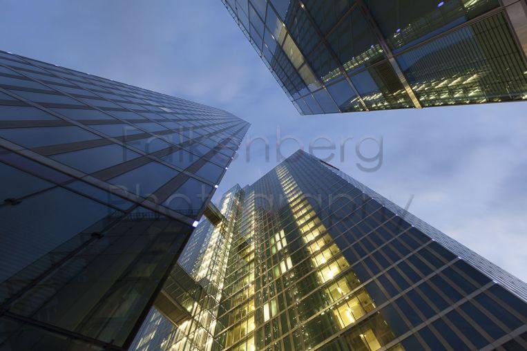 Europa, Deutschland, München, Highlight Tower in der blauen Stunde