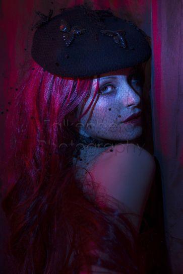 Deutschland, Bayern, München, Studio, Portrait einer jungen Frau, Candy