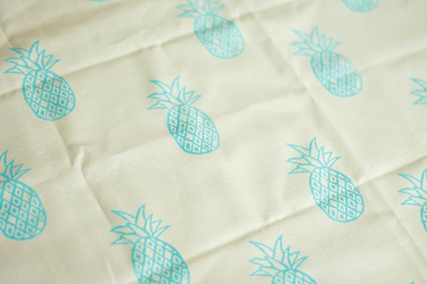 türkise Ananas Stoffdruck