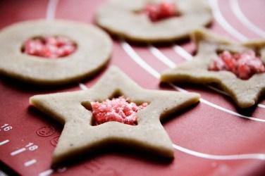 hjemmelavede-karameller-og-bolchekager_rode_bolcher-julesma%cc%8akage