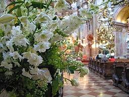 http://upload.wikimedia.org/wikipedia/commons/2/2d/IMG_0177_-_Wien_-_Peterskirche.JPG