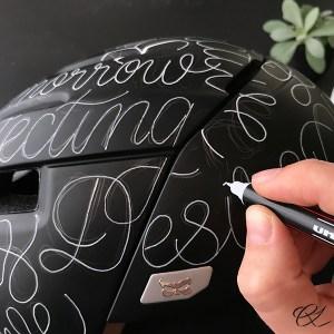 Skriv på cykelhjelm med Posca