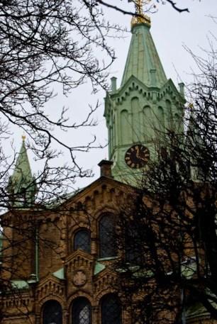 Huvudtornet symboliserar Jesus och de tolv sidotornen lärljungarna.