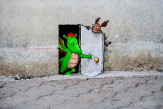 Closeup of the little painting by David Zinn by Navet.