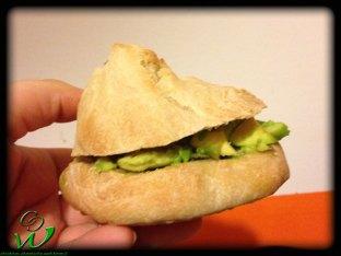 Avocadobrötchen