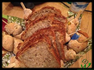 Stockbrot mit gelben Paprika und Knoblauchöl und in der Mitte Dinkelbrot