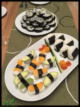 Nigiri mit Avocado und Karotte, Onigiri, Maki