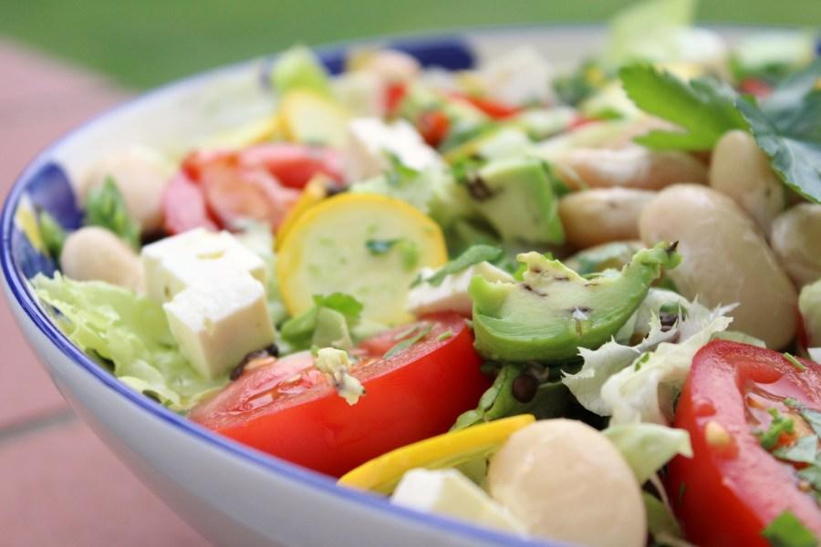 Sommerlicher Salat mit Bohnen und Linsen