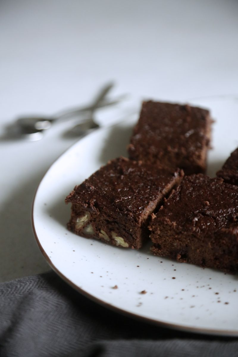 Fudgy chokoladebrownies med nøddeknas2