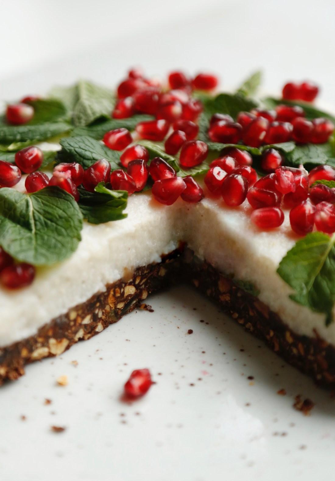 julekage-med-sproed-chokoladebund-og-en-rest-af-risengroed-3