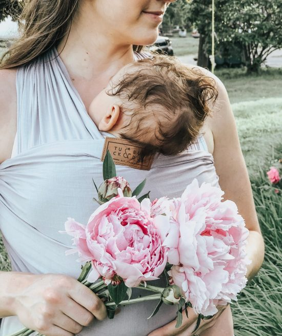 Are you looking for ways to interact with your newborn, but don't have any ideas? Well, here are 14 fun activities to do with newborn babies!