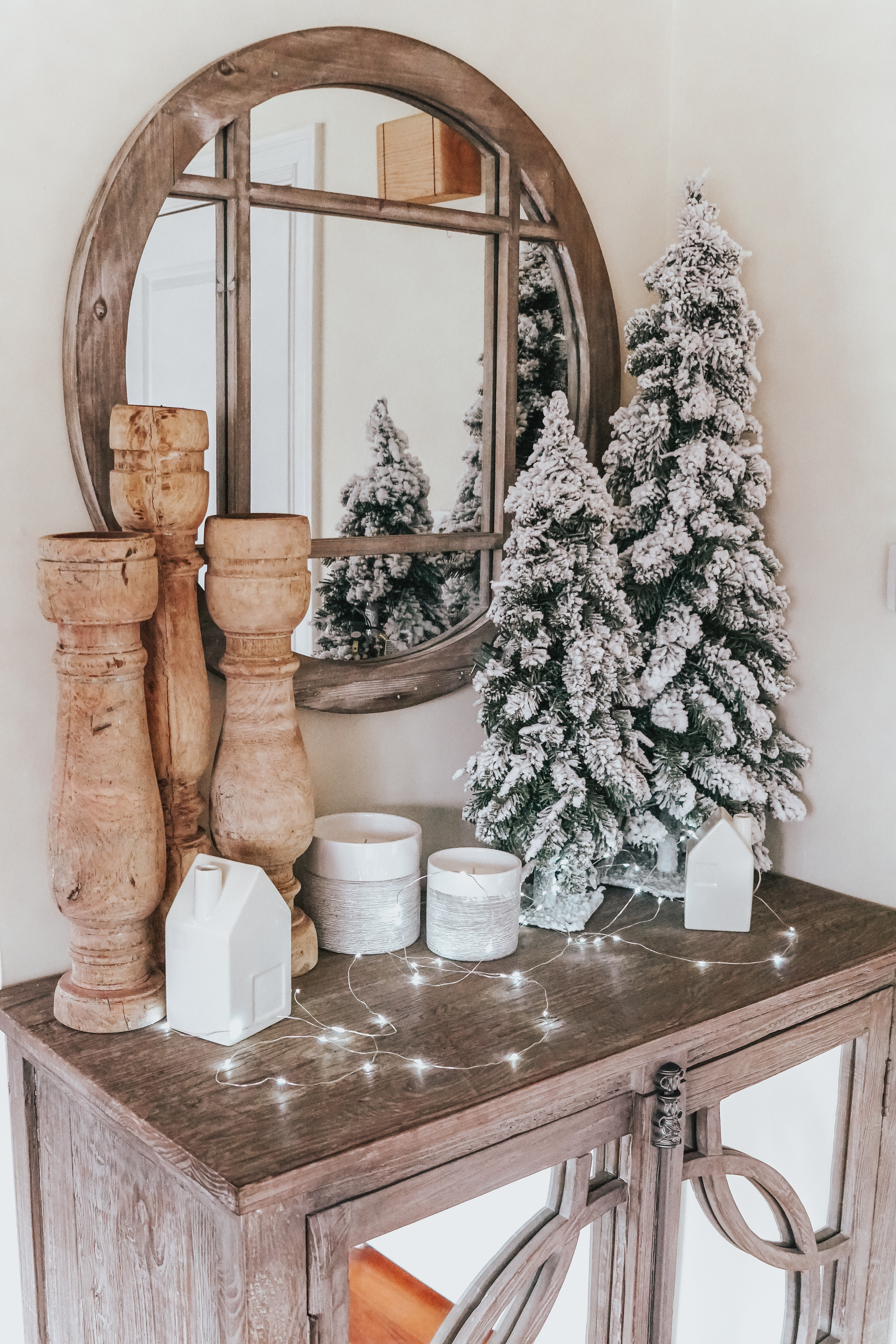 Everyone loves bundle up and be all cozy this season! Well, it is the perfect time of year to make your house that way too with this cozy winter home decor!
