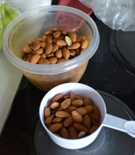 2.5 cups of almonds