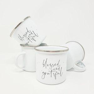 """Tasse aus Emaille mit dem Aufdruck """"blessed and grateful"""""""