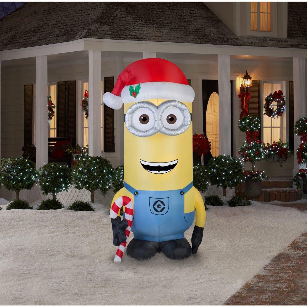 Larger Than Life Oversized Christmas Decoration Ideas