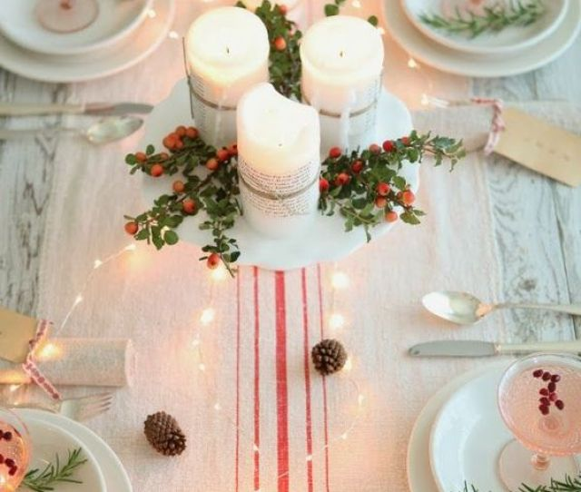 It Looks Extremely Elegant With Just Candles And Berries Decoration The Centerpiece Especially Is The Showstopper Of This Christmas Table Decoration