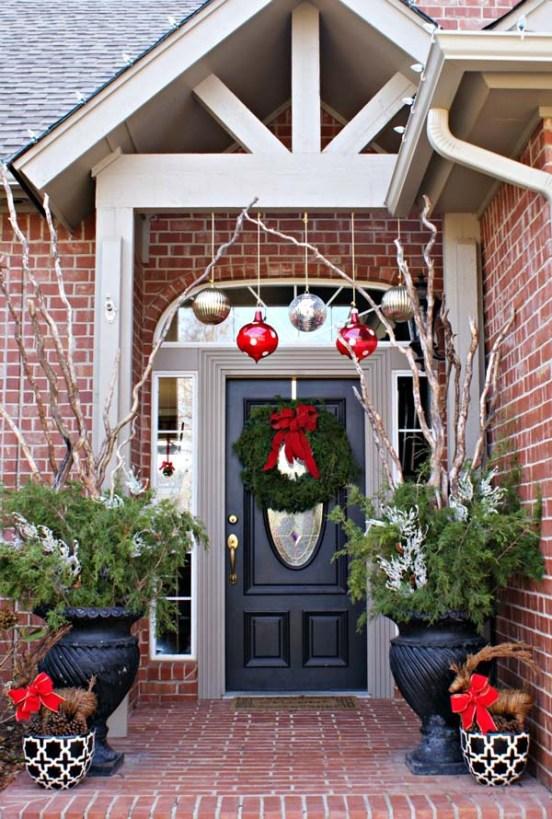 Decorazioni natalizie balcone portico e giardino guida giardino - Ghirlande per porte natalizie ...