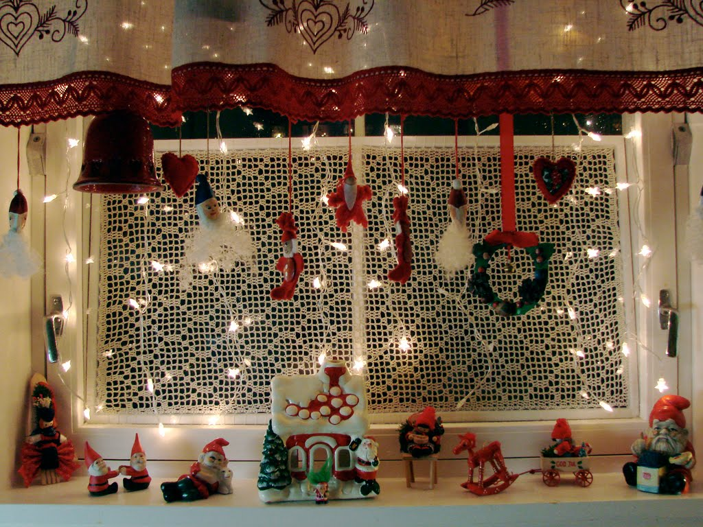 40 Scintillating Christmas Windows Decoration Ideas All