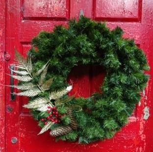 Golden Fern Deluxe Wreath Close Up