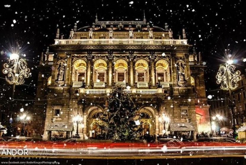 Hungarian State Opera House in snowfall