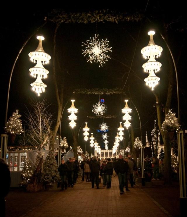 copenhagen-tivoli-christmas-market-entranceway-883x1024