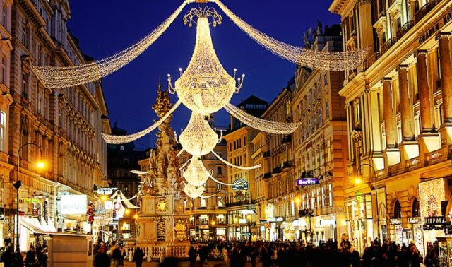 famous-shopping-street-in-budapest-with-christmas-lights