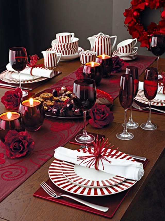 Red Christmas table decorations